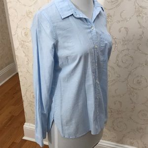 NWT Old Navy Light Blue cotton button down. Size M